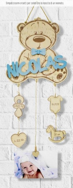 Orsetto in legno con nome e dati nascita pendenti stampati. CM 25x57